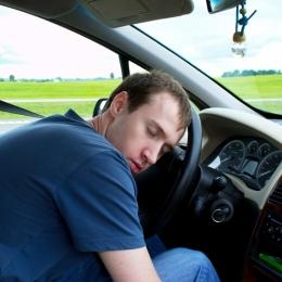 Suferi de apnee în somn, nu mai ai voie să conduci! 270.000 de şoferi români au această boală