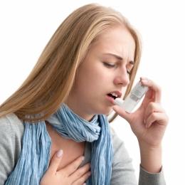 Astmul se poate agrava primăvara. Ce trebuie să facă pacienţii
