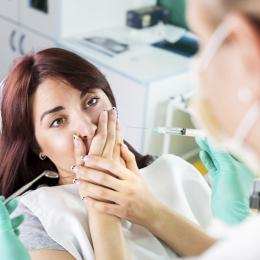 Ajung la medic prea târziu. De ce rămân pacienţii fără dinţi în gură