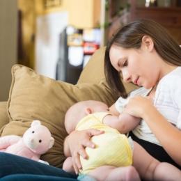 Alăptarea copilului este foarte importantă. Evitaţi, dacă se poate, formulele de lapte