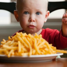 Ce declanşează alergia şi intoleranţa alimentară la copii? Aveţi grijă la produsele cu E-uri din comerţ