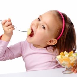 Aveţi copii mofturoşi care nu vor să mănânce? Iată ce trebuie făcut!
