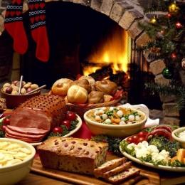 Alimentaţia de sărbători. Ce trebuie să mâncăm pentru a nu ajunge