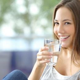 Apa caldă ajută organismul să se detoxifice