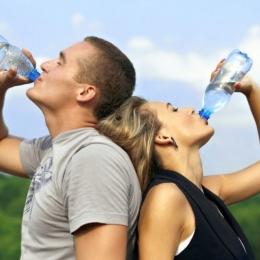 Apa consumată vă ajută la reglarea temperaturii corpului