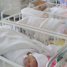 Bebeluşul a obţinut un scor APGAR mic la naştere? Nu intraţi în panică!