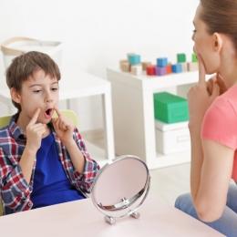 Ce faci când copilul vrea să vorbească, dar nu poate?