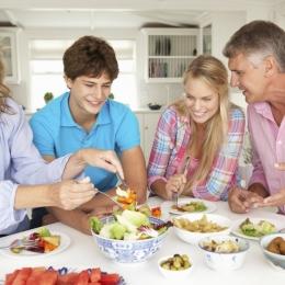 Atenţie la combinaţia alimentelor! Cum trebuie să mâncaţi
