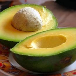 Avocado protejează ochii împotriva apariţiei cataractei
