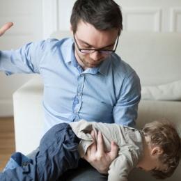 Sfatul specialistului: Copiii nu se educă prin bătaie!