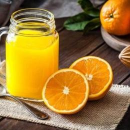Sucul de portocale, băutura perfectă pentru o dimineață sănătoasă