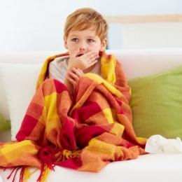 Cum vă dați seama că micuții dumneavoastră suferă de bronșiolită