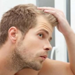 Căderea părului, semnal de alarmă! Cauze şi tratament dermatologic