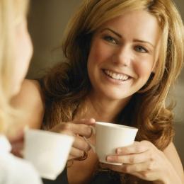 Vă place cafeaua? Iată ce le face dinţilor