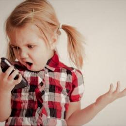 Atenţie, părinţi! Telefoanele mobile şi laptopurile vă pot îmbolnăvi copiii de cancer