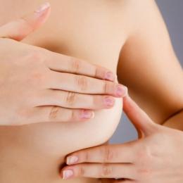 Femeile în vârstă de peste 50 de ani, predispuse la cancer mamar