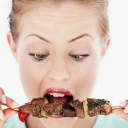 Câtă carne consumaţi iarna? V-ar putea face mai rezistenţi la frig