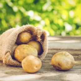 Cartofii vă scapă de pungile de sub ochi