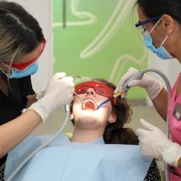 Cât de des se recomandă a se face detartrajul dinţilor