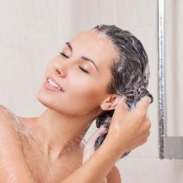 Igiena personală. Cât de des trebuie să ne spălăm părul