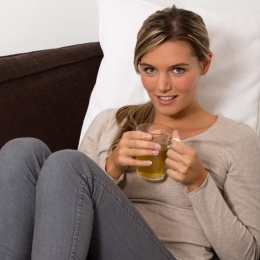 Ceaiul de mentă energizează şi taie setea