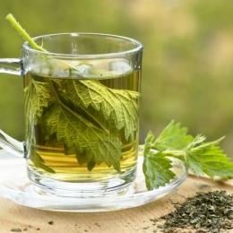 Ceaiul fierbinte de urzică uşurează respiraţia
