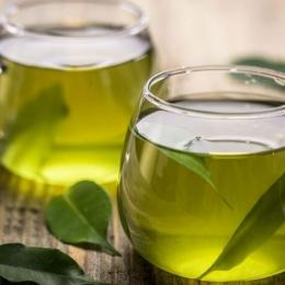 Ceaiul verde este mai eficient decât apa de gură