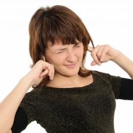 Ce declanșează țiuitul urechilor