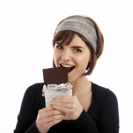 Mâncaţi ciocolată! Ajută la distrugerea cancerului