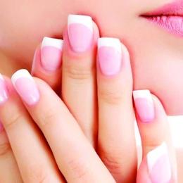 Mierea și uleiul ajută cuticulele unghiei