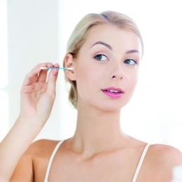 Evitaţi beţişoarele de urechi! Spălați-vă doar cu apă și săpun!