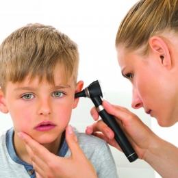Monitorizaţi-vă copiii! Tulburările de auz pot apărea oricând