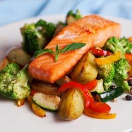 Cum se combină alimentele, pentru o dietă echilibrată. Iată de ce nu se mănâncă ou şi carne la aceeaşi masă