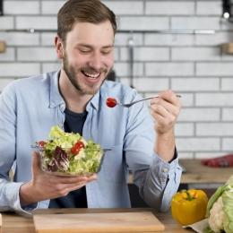 Ce poți face ca să nu te îngrași chiar dacă ai exagerat de sărbători cu mâncarea
