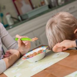 De ce nu este bine să obligaţi copilul să mănânce