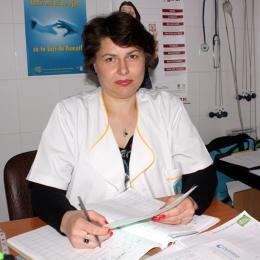 Copilul are pneumonie? Medicii nu recomandă medicaţia după ureche