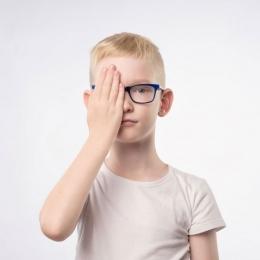 Cum recunoști cancerul de ochi la copii