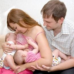 """""""Aur lichid""""! Ce trebuie să le daţi bebeluşilor din primele zile de la naştere"""