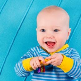 Bebeluşului îi ies primii dinţi? Scăpați-l de dureri!