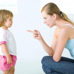 Cum ne disciplinăm copiii fără să îi rănim