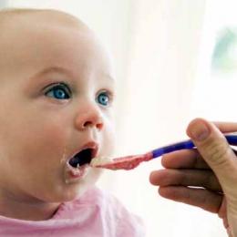 Cât de importantă este diversificarea alimentaţiei la bebeluşi