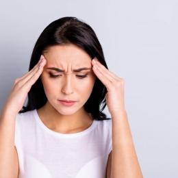 Nu ignoraţi durerile de cap! Acestea pot fi, uneori, extrem de periculoase