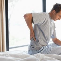 Durerile de spate pot prevesti apariția problemelor renale