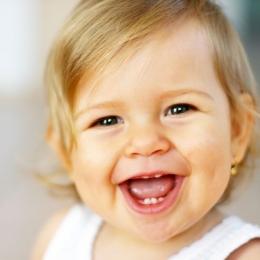 Cum le alinăm durerea celor mici, cauzată de erupţia dentară