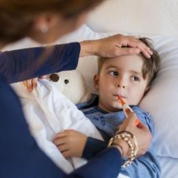 Copilul are febră mare? Mare atenție ce îi dați!
