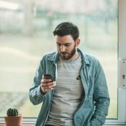 Folosirea îndelungată a telefonului nu-i dă timp creierului să se relaxeze