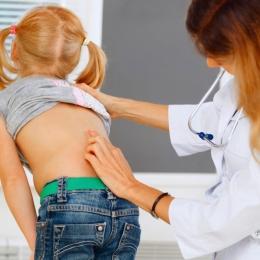 Probleme ale coloanei vertebrale. Copii care nu se pot bucura de copilărie, din cauza suferinţelor