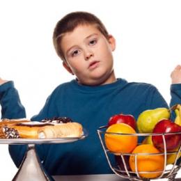 Greşeli alimentare care pun în pericol sănătatea copiilor