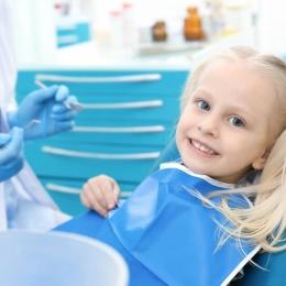 Copiii nu mușcă bine? Duceți-i din timp la dentist!