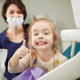 Mergeți la stomatolog! Dinţii cariaţi pot declanşa anumite boli de stomac